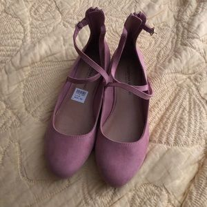 Pink flat shoes. New. Size 9